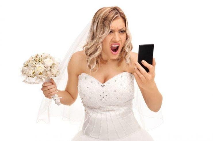 O mireasă a răbufnit când a aflat ce a făcut soacra ei chiar în ziua nunții! Scandalul a pornit de la o rochie