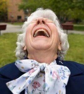 O bătrână a dovedit că are simțul afacerii! Cum a câștigat un milion de dolari dintr-un pariu cu directorul unei bânci