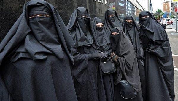 Elveția interzice portul burqa după ani de dezbateri! Care este motivul