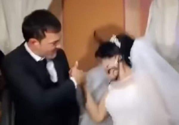 Un mire și-a pălmuit mireasa în timpul nunții! Ce a făcut femeia de l-a provocat în halul acesta VIDEO