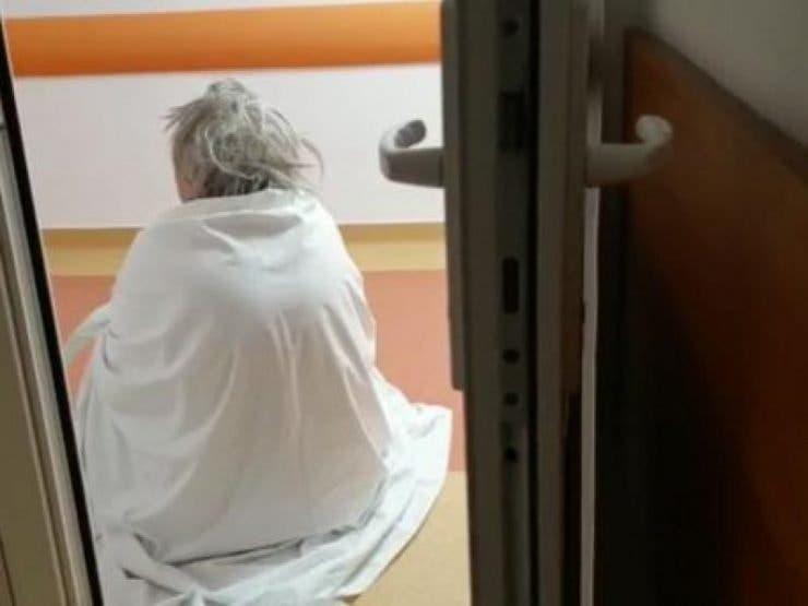 Bolnavi de Covid stau pe jos in spital