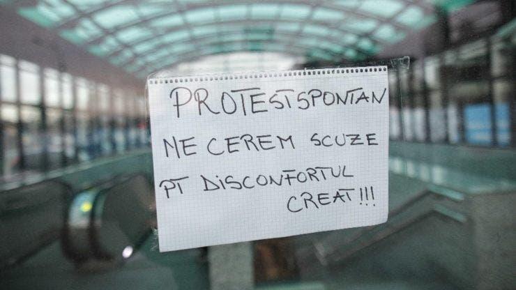 Protest spontan la metrou! Toate stațiile au fost închise, iar călătorii nu au fost lăsați să coboare în subteran
