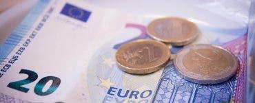 Euro a crescut