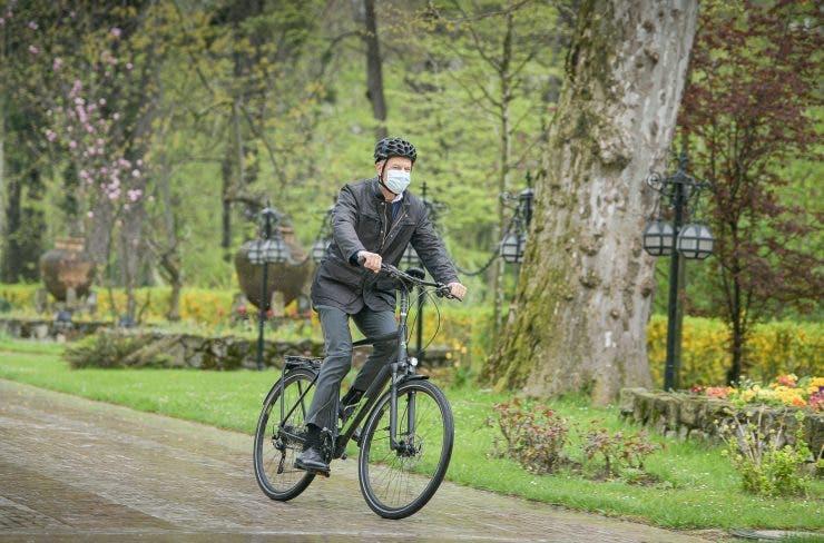 Klaus Iohannis a mers cu bicicleta la Cotroceni în Vinerea Verde! Cum a fost surprins șeful statului