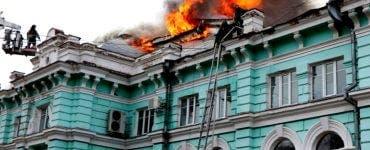 Mai mulți chirurgi ruși au operat pe cord deschis, în timp ce spitalul ardea