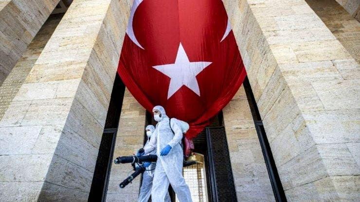 Turcia intră în carantină totala