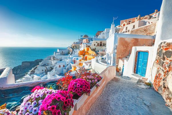 Vești bune pentru turiști! Grecia renunță la carantina obligatorie pentru turiștii din UE
