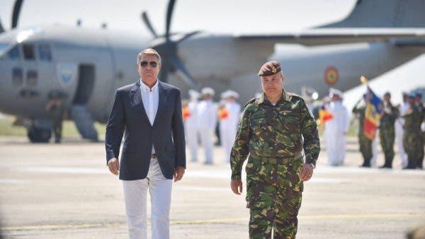 Cât costă jacheta pe care a purtat-o Klaus Iohannis în Delta Văcărești!? Prețul este amețitor