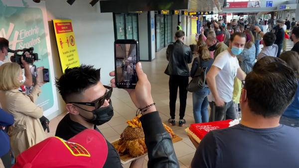Jador a ajuns în România! Cum a fost așteptat Faimosul de familie și prieteni - VIDEO