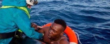 Imagini terifiante! Mai multe cadavre ale unor copii au fost aduse de valuri pe plajele din Libia, după ce ar fi încercat să ajungă în Europa