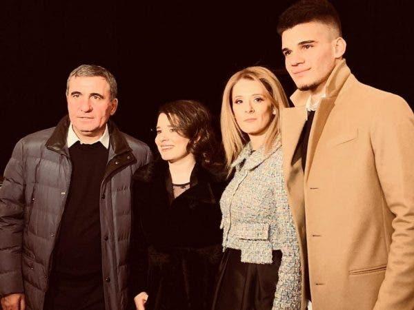 """Ce spune Ianis Hagi despre mama lui! Tânărul fotbalist are numai cuvinte de laudă: """"Este inima familiei și lumina noastră"""""""