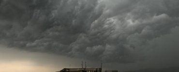 Alertă meteo ANM! Mai multe orașe din România vor avea parte de furtuni și vijelii