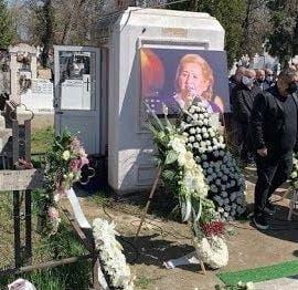 """EXCLUSIV. Ce se întâmplă la mormântul lui Gabi Luncă la o lună de la înmormântare: """"Și acum vin oameni"""""""