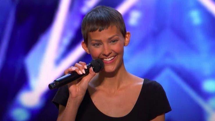 O tânără diagnosticată cu cancer a uimit juriul de la America's Got Talent