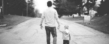 Un bărbat a aflat după 16 ani că nu este tatăl copilui său! Secretul acesta a costat-o o avere pe soție