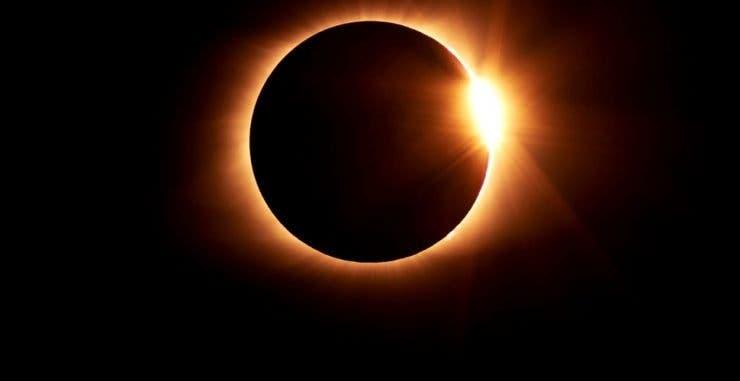 Prima eclipsă de soare din anul 2021 va avea loc pe 10 iunie! Va putea fi văzută și din România