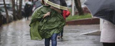 Alertă ANM! Ploi torențiale, descărcări electrice și grindină începând de marți dimineața