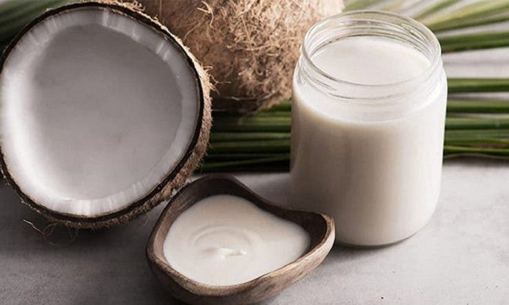 15 beneficii extraordinare ale uleiului de cocos. Scapi până și de riduri!