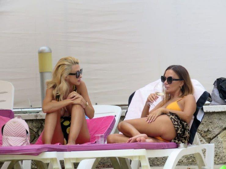 Andreea Bălan și Andreea Antonescu au facut show incendiar pe plajă! Cum s-au afișat acestea