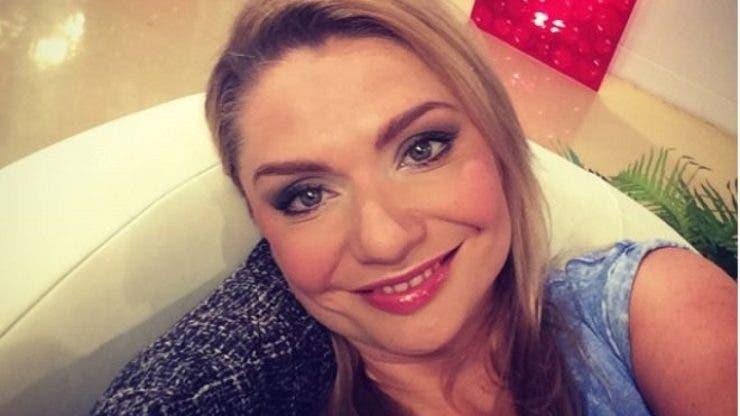 Cristina Cioran a plecat la mare, în timp ce fiica ei este încă în spital! Cu cine și-a petrecut vacanța vedeta