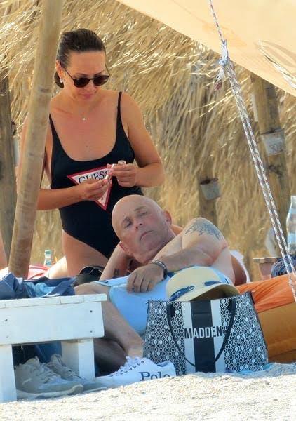 Cum s-a afișat soția lui Mugur Mihăescu la plajă. Actorul are cu ce să se mândrească