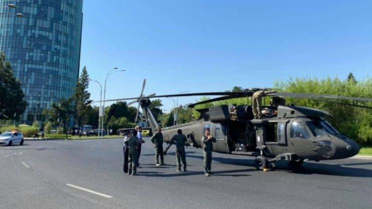 EXCLUSIV! VIDEO Un elicopter militar a aterizat de urgență în sensul giratoriu de la Aviatorilor, în Capitală