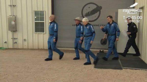 Jeff Bezos este al doilea milionar ajuns în spațiu! Iată cum a decurs călătoria - VIDEO