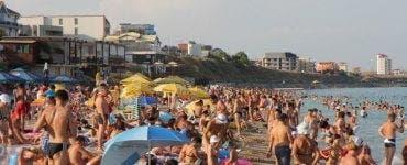 Litoralul este împânzit de oameni! Cât costă o zi pe plajă