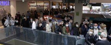 Mersul la mall în weekend este condiționat de vaccin. Anunțul făcute de Dan Barna
