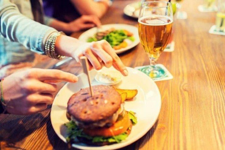 TOP 5 alimente dăunătoare pe care nu trebuie să le incluzi în nicio dietă