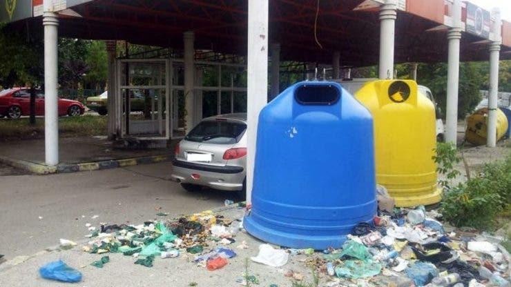 Un șofer din Timișoara a fost amendat pentru că a aruncat deșeurile pe domeniul public.