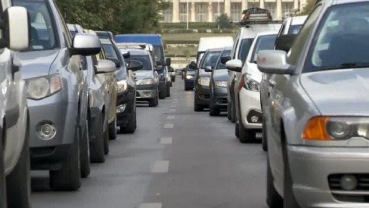 Vești rele pentru proprietarii de mașini mai vechi de 15 ani. Taxele impuse sunt usturătoare