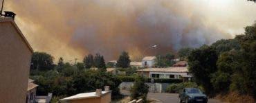 Coasta de Azur a fost curprinsă de flăcări! Președintele Franței și-a întrerupt vacanța