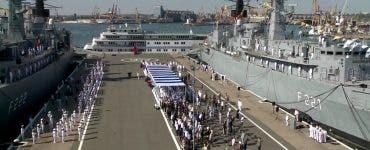 Spactacul pe mare și pe uscat de Ziua Marinei. Klaus Iohannis și Florin Cîțu participă la ceremoniile din portul militar Constanța