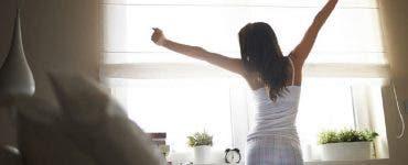 Studiu. Persoanele care se trezesc cu o oră mai devreme decât de obicei pot diminua riscul de depresie