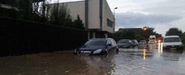 Vremea face ravagii în multe județe din România! Acoperişuri smulse de vânt, gospodării și străzi inundate