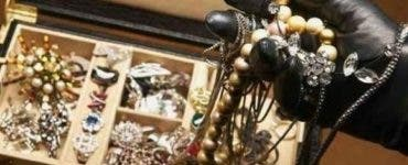 Au fost jefuiți în ziua nunții lor! Hoața a furat bijuterii în valoare de 8.000 de lei