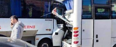 Două microbuze s-au lovit în București.