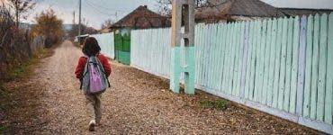 Gestul uimitor făcut de directoarea unei școli din Botoșani! Și-a luat permis doar pentru a putea duce copiii la școală cu microbuzul