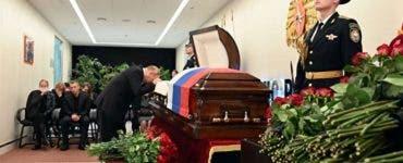 Putin, în lacrimi lângă sicriul fostului său bodyguard.