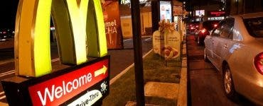 S-a aflat secretul! De ce clienții McDonald's sunt puși să aștepte la coadă la drive-thru