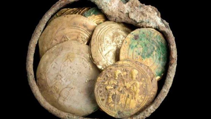 Doi cumnați au descoperit o comoară în timp ce strângeau gunoiul! S-a aflat că era veche de 1500 de ani