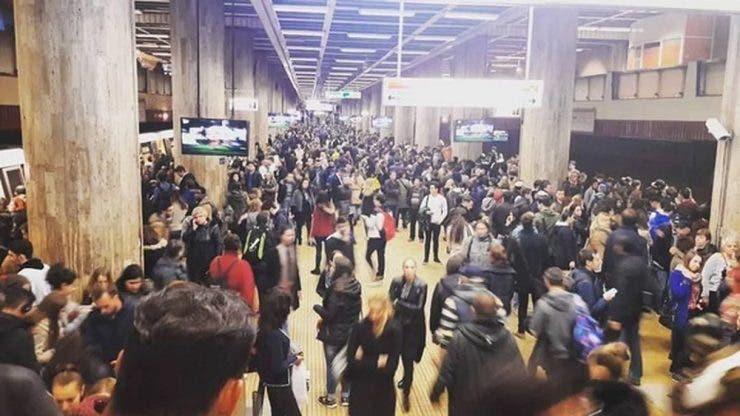 Incident teribil la metrou! O femeie este prinsă sub tren la Stația Piața Unirii