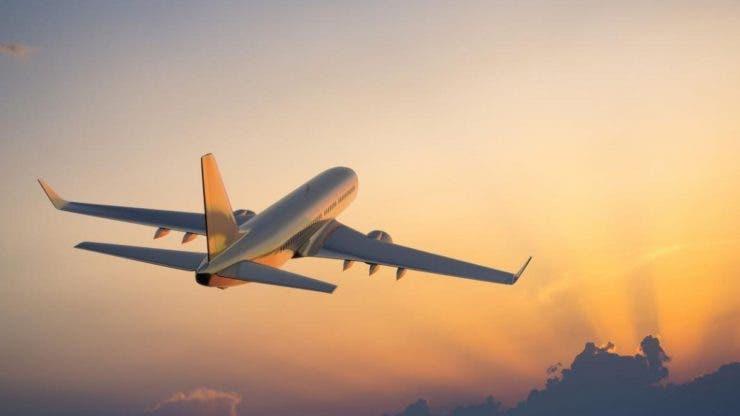 O bătrână care venea cu avionul la București nu a avut bani să-și cumpere de mâncare