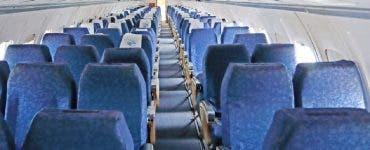 Scandal într-un avion din Cluj! Un bărbat a fost debarcat pentru că a refuzat să poarte masca de procție