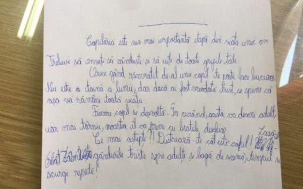 Un profesor a fost profund impresionat de ciorna unui elev! Când a citit ce a scris i-au dat lacrimile